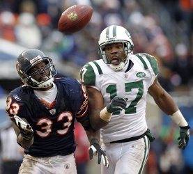 Bears Tillman and Jets Edwards Fight to Reach Pass