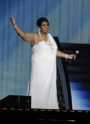 """Aretha Franklin sings during the taping of """"Surprise Oprah! in Chicago"""