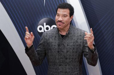 Lionel Richie during the 2018 CMA Awards in Nashville