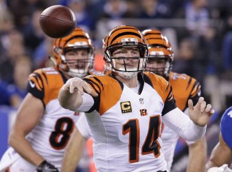Cincinnati Bengals Andy Dalton throws a pass