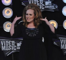Adele arrives at the 2011 MTV Video Music Awards in Los Angeles