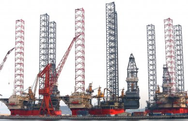 The construction of petrochemical drilling rigs is near completion in Dalian, China