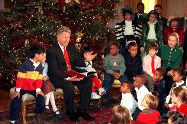 President Clinton reads to children