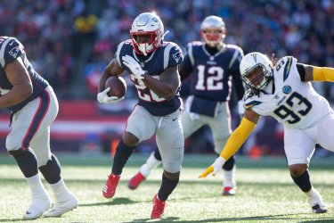 Patriots Michel carry against Chargers