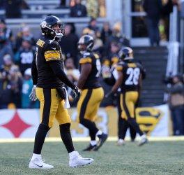 Steelers Ben Roethlisberger walks off field after fumble