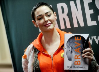 Rose McGowan signs copies of her book 'Brave'