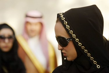 SAUDI PRINCESSES HOLD A PAINTING EXHIBIT IN IRAN