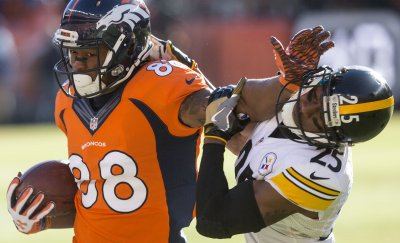 Broncos Thomas stiff arms Steelers Boykin during the 2016 AFC Divisional game in Denver