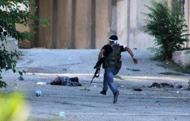 Free Syrian Army clashes with Bashar al-Assad regime in Aleppo