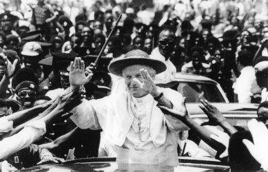 POPE JOHN PAUL II WAVING TO CROWD IN GHANA