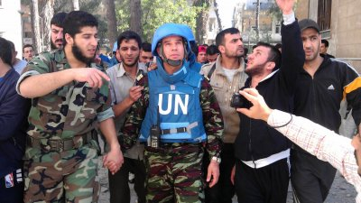 UN Observers Visit the City of Homs in Syria