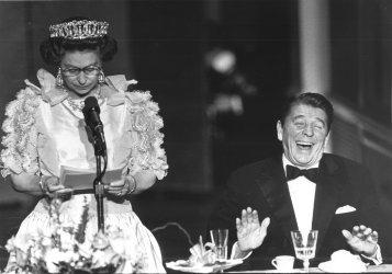 Queen Elizabeth jokes at State Dinner
