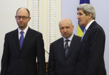 John Kerry meets Ukrainian Prime Minister Yatsenyuk in Kiev