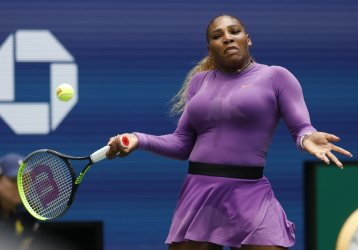 Serena Williams wins third round match at the US Open