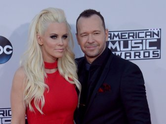 Jenny McCarthy and Donnie Wahlberg attend the 43rd annual American Music Awards in Los Angeles