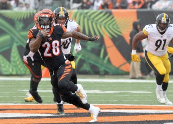 Bengals Williams Jackson breaks up the pass