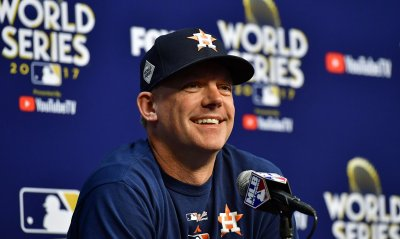 Astros manager A.J. Hinch answers questions before World Series game 5