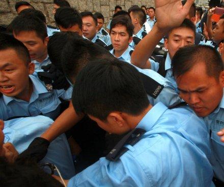 Clashes in Hong Kong despite upcoming talks