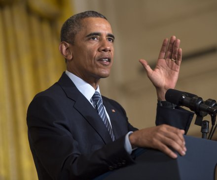Obama offers incentives to states to reduce carbon emissions by 32 percent