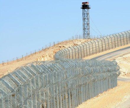 Israeli troops injured in shootingat Egyptian border