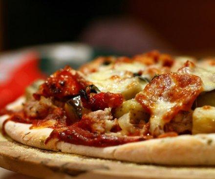 Teen admits rubbing scrotum on customer's pizza