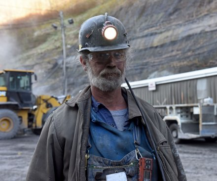 Seeking extended benefits for U.S. coal miners, Democrats mull gov't shutdown
