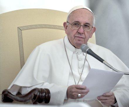 Pope Francis reprimands European leaders over migrant crisis