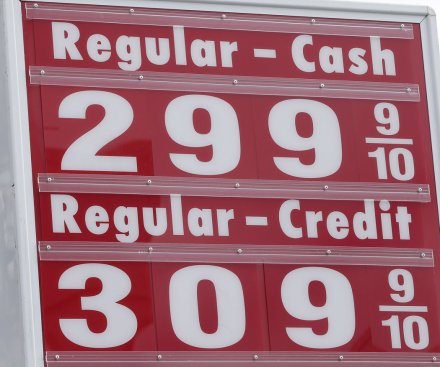 U.S. average gas price headed below $3