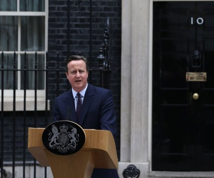 David Cameron: Britain to accept thousands of Syrian refugees