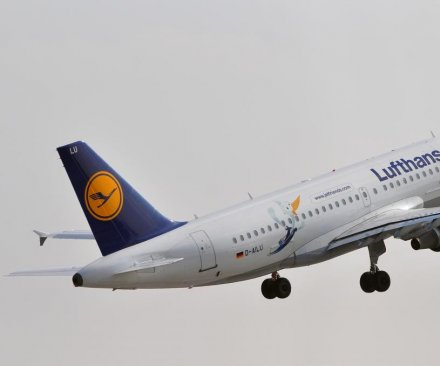 Lufthansa suspends flights to Venezuela, cites poor economy