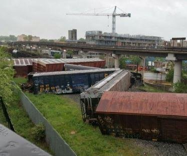 train derails in DC