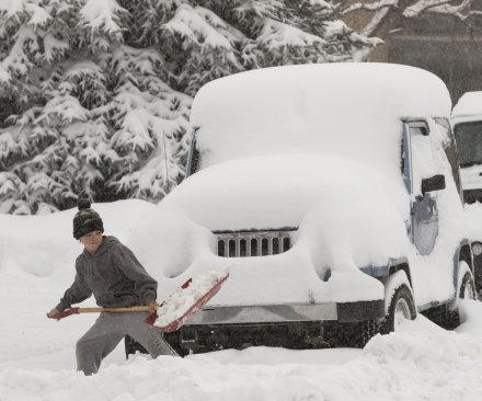 Winter storm dumps snow on New Hampshire ahead of primaries