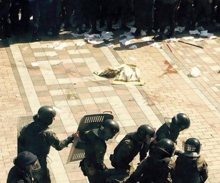 Protesters, police clash over Ukraine reforms vote