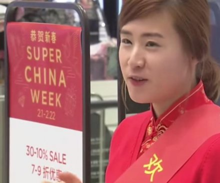 Cash-rich Chinese crowd South Korean shopping malls