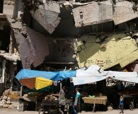 Russia, Syria to allow civilians, surrendering militants to leave Aleppo