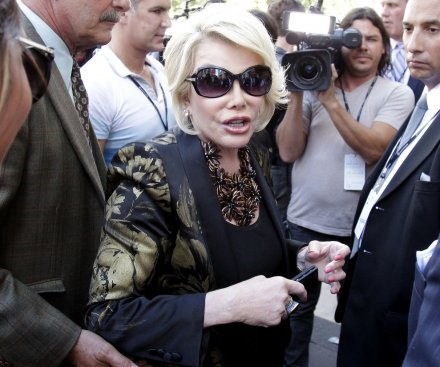 Joan Rivers' doctor reportedly took a selfie while comedienne was under anesthesia