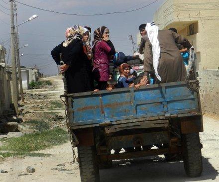 66,000 Syrian Kurds flee to Turkey amid IS offensive