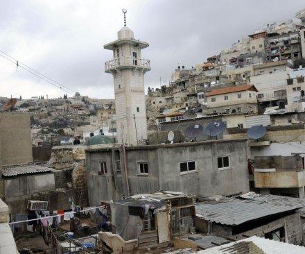 Jewish families move to Arab area of east Jerusalem