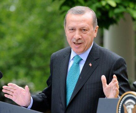 In shift, Turkey allows passage of Kurdish army to Kobane