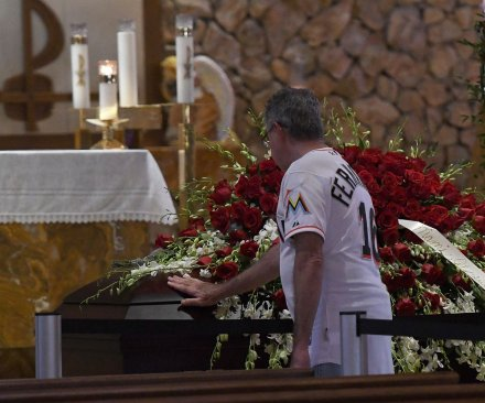 Jose Fernandez mourned at Marlins Park memorial