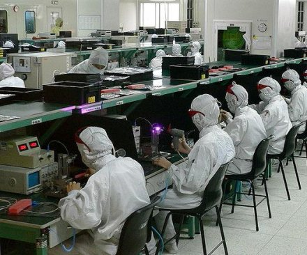 Chinese Apple, Samsung contractor buys robots, eliminates 60K employees