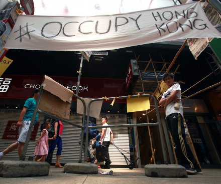 Hong Kong protesters threaten to occupy government buildings
