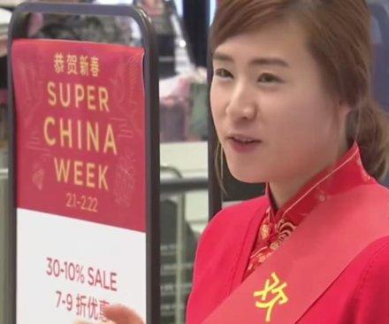 Cash-rich Chinese crowd South Korean shopping malls
