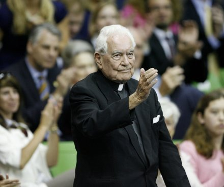 Former Notre Dame president, Rev. Theodore Hesburgh, dies