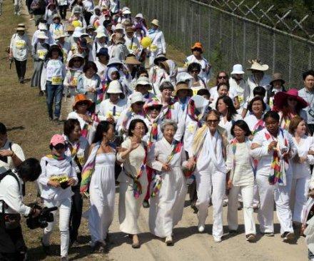Gloria Steinem: Peace walk broke through 'artificial barriers' in North Korea