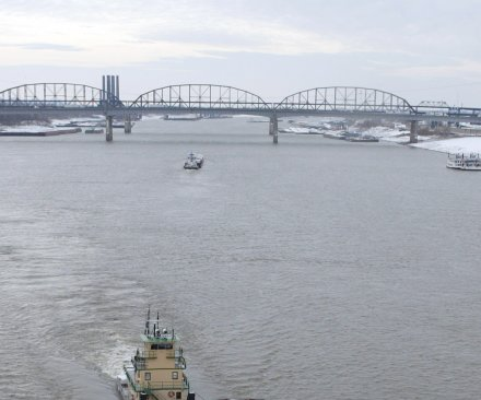 EPA takes charge in Ohio River diesel spill