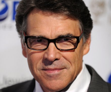 Supporters cheer Texas Gov. Rick Perry as he surrenders