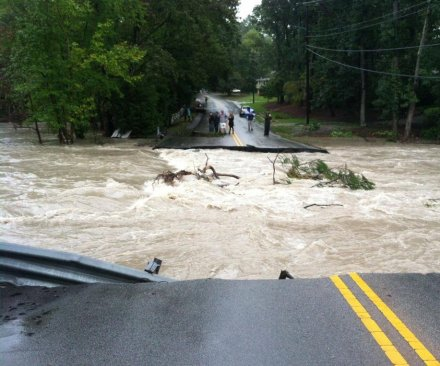 Death toll climbs to 14 in Carolinas, flooding continues