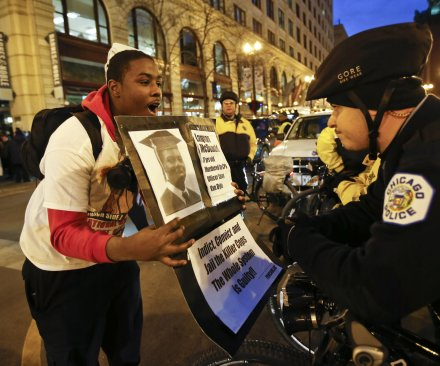 Protesters block stores on Thanksgiving in Chicago