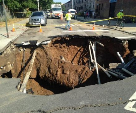 Sinkhole opens up in Brooklyn's Sunset Park